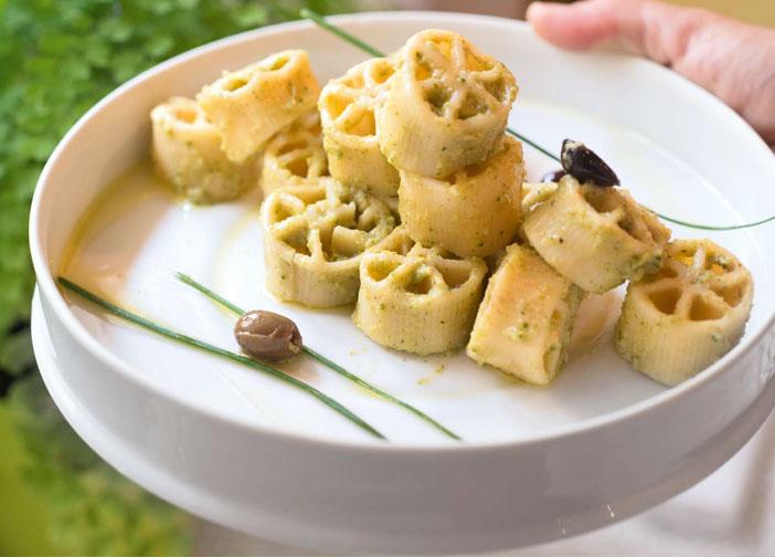 Ruote in crema di broccoli e olive taggiasche