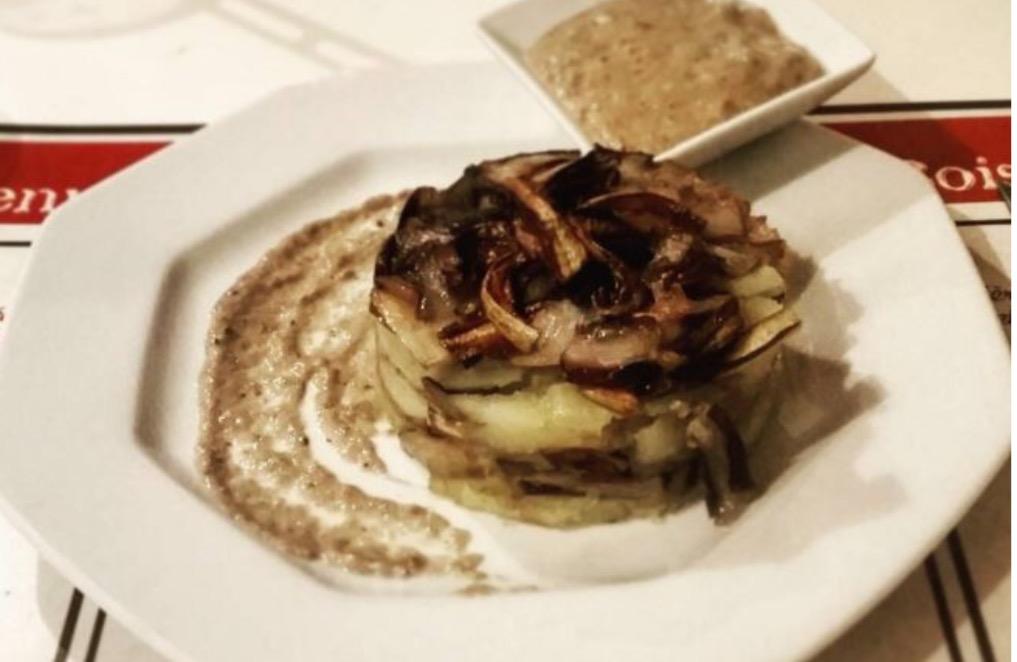 Tortino patate e trevisana innaffiato con salsa allo zola