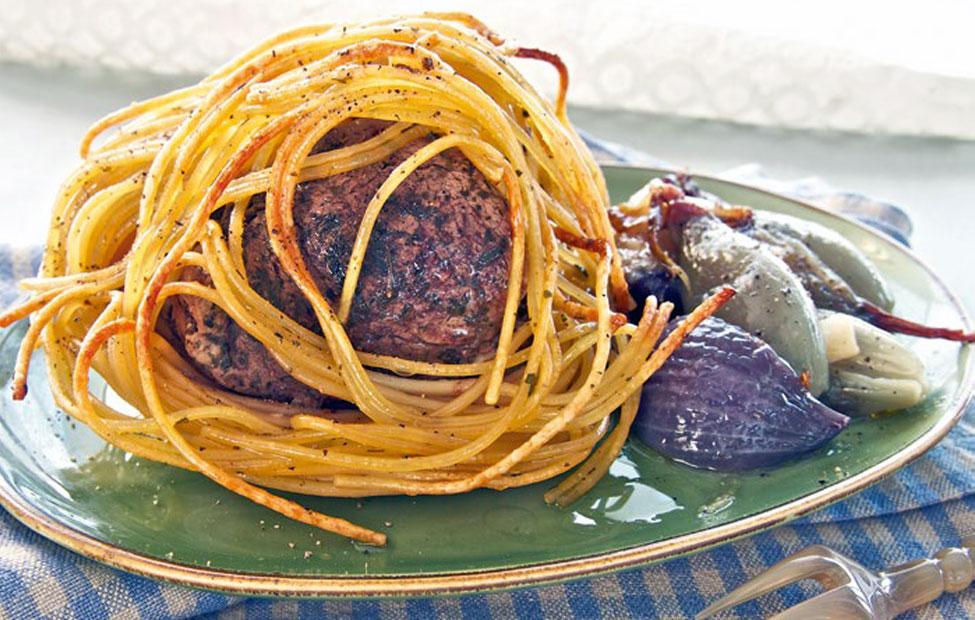 Agnello in crosta di spaghetti