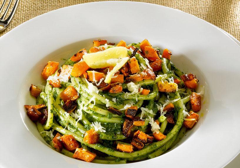 Bucatini con crema di spinaci e zucca