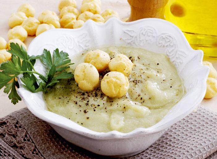 Crema di asparagi e zuppa reale
