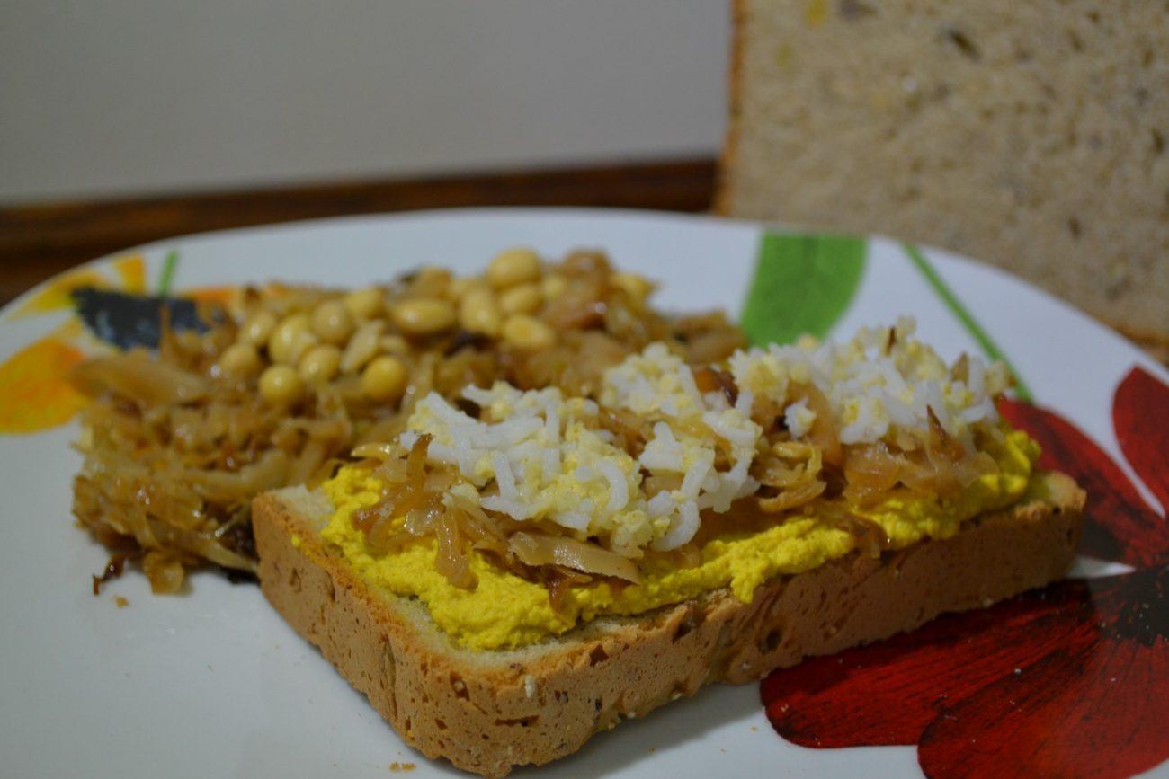 Tartine di Hummus, Cappuccio e Cereali