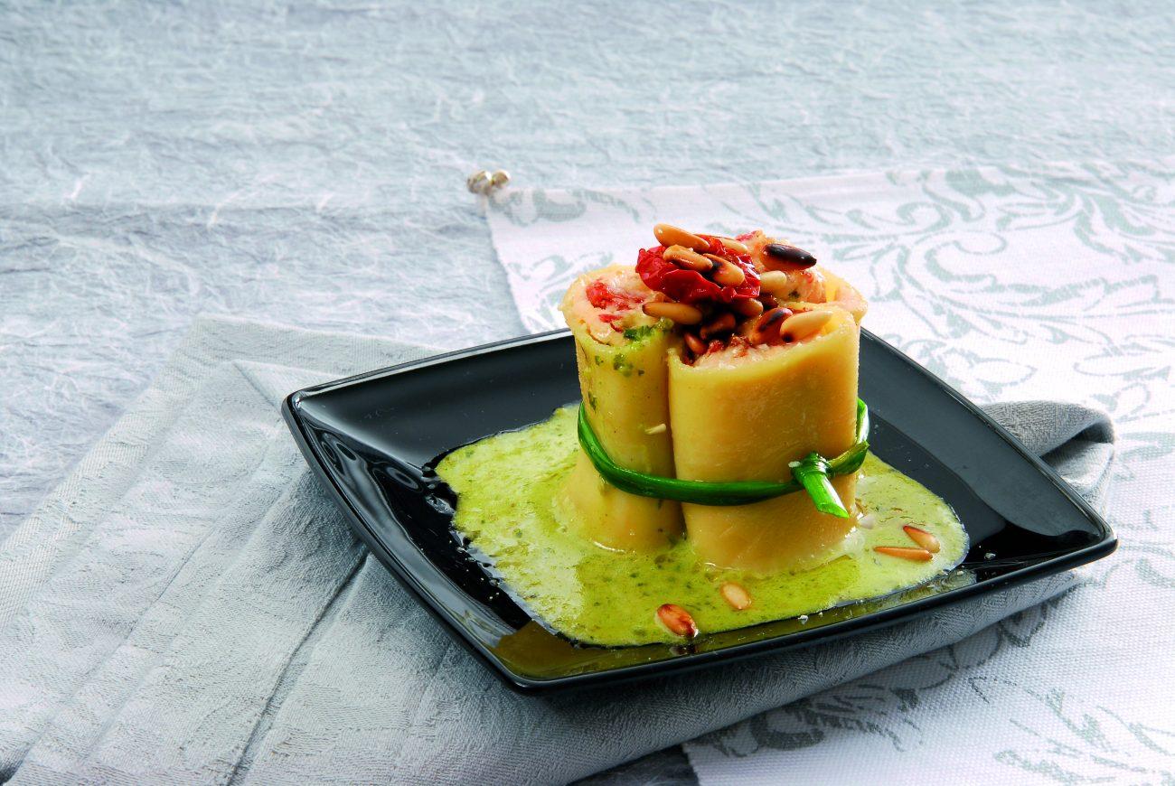 Paccheri ripieni in salsa di basilico