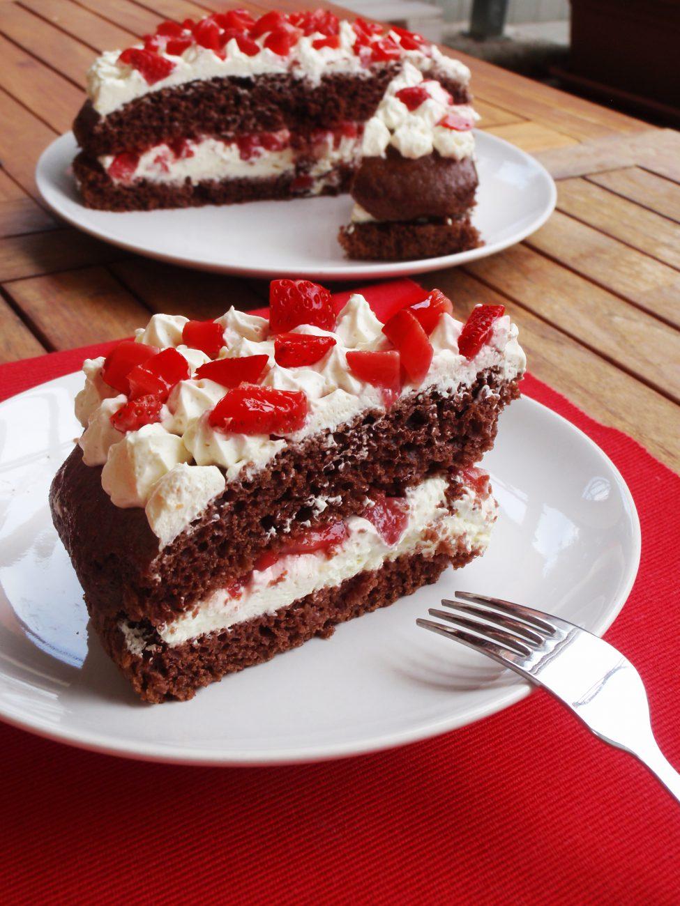 Sponge Cake al Cacao, Fragole e Chantilly