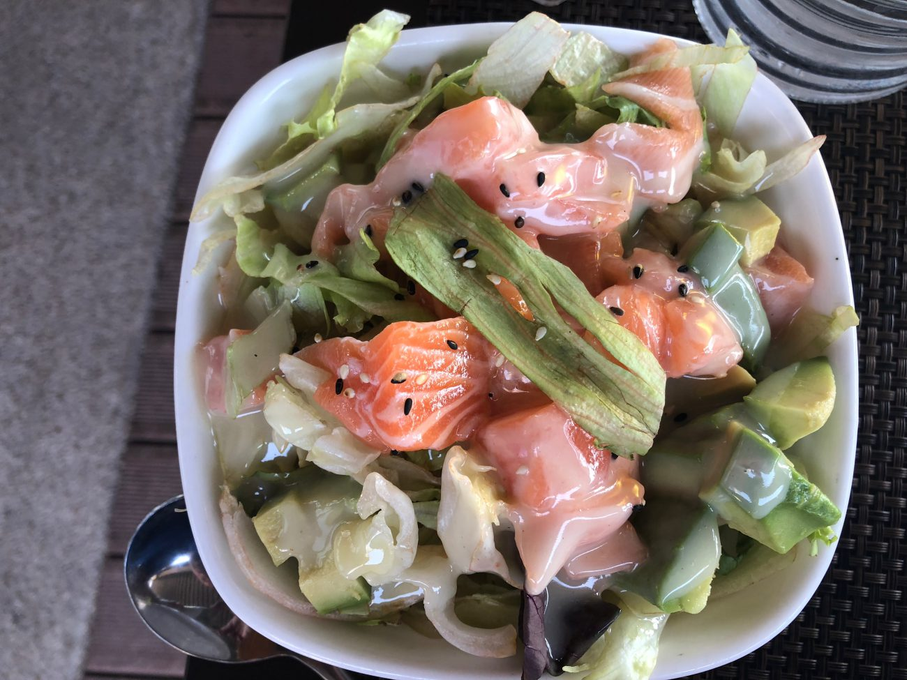 Insalata Thailandese di Salmone e Avocado