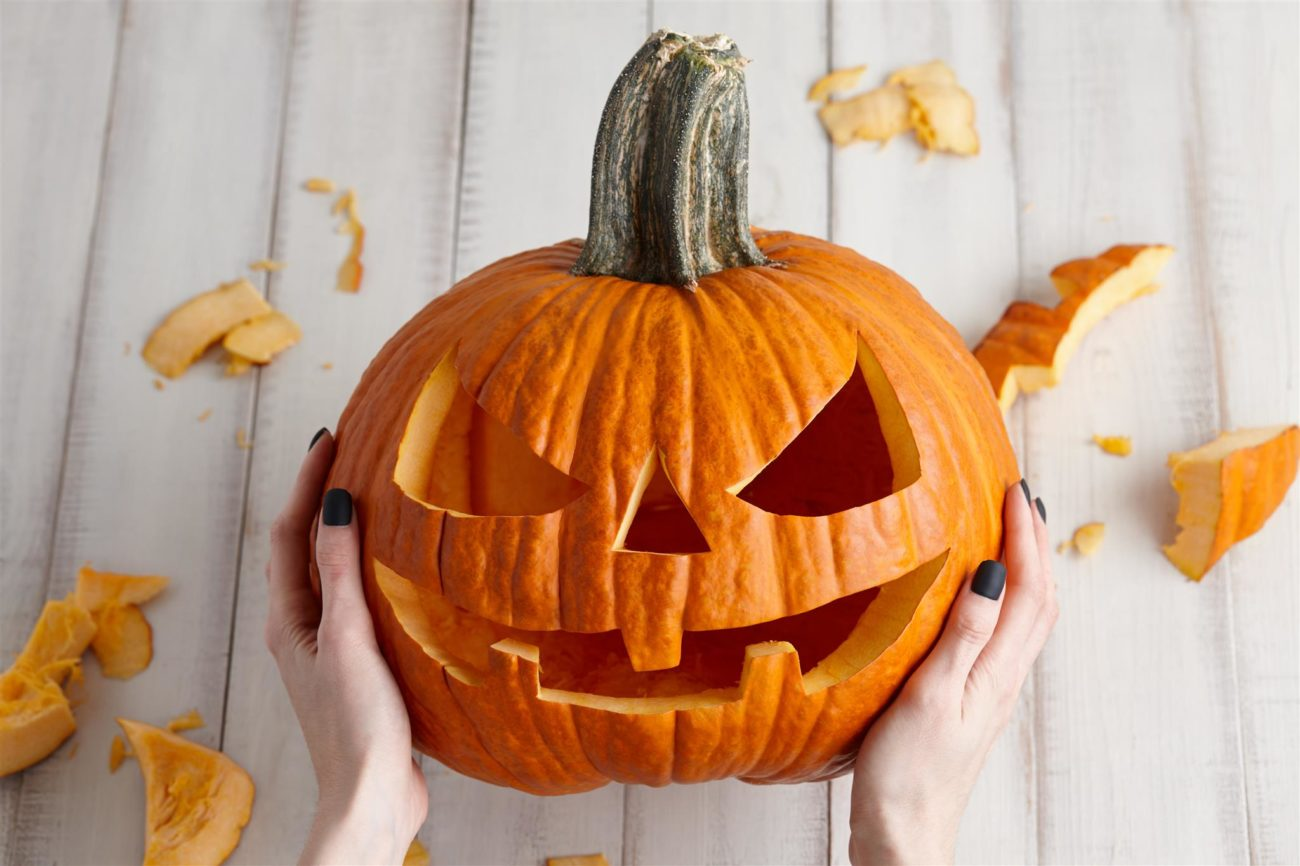 Zucca di Halloween  tutti i passaggi per intagliarla  9f6e055b0381