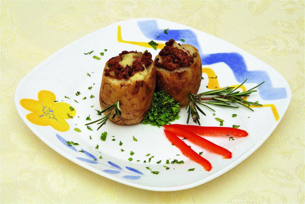 Patate al forno farcite con carne di manzo