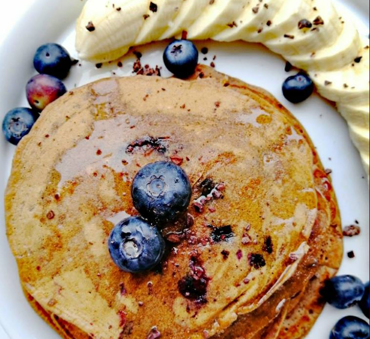 Pancake al cioccolato e mirtilli