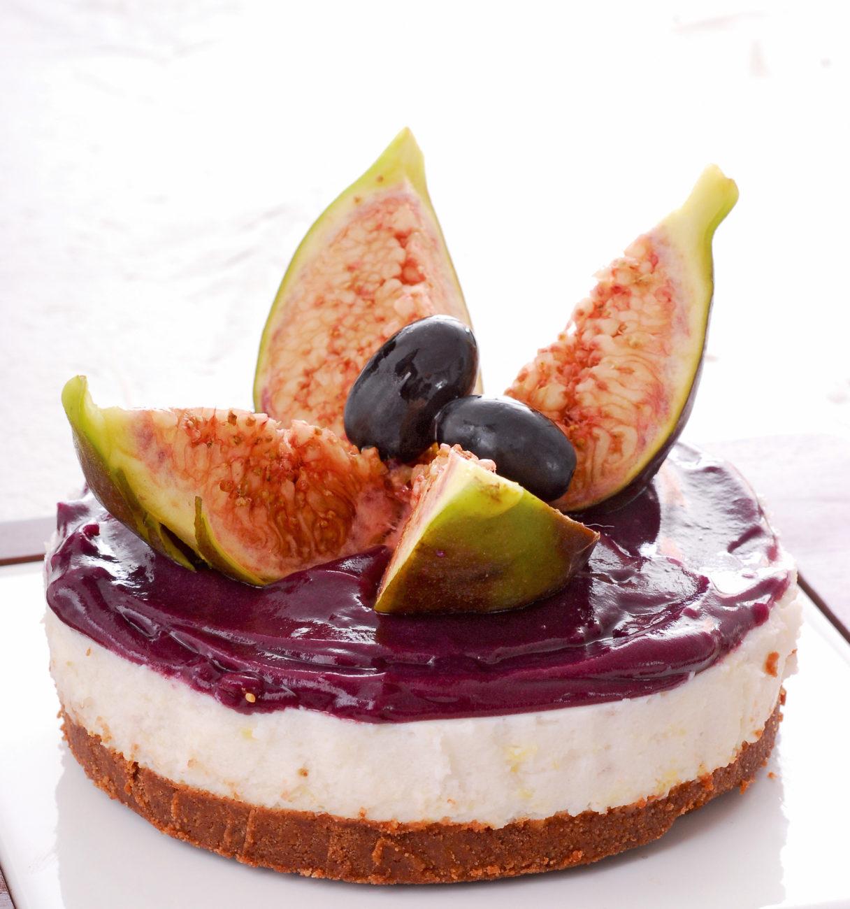 Cheesecake ai fichi e uva nera
