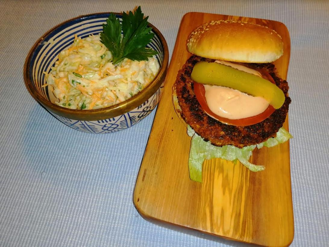 Burger vegani di soia e avena con crauti