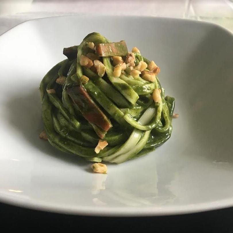 Tagliolini con pesto di spinaci e gorgonzola