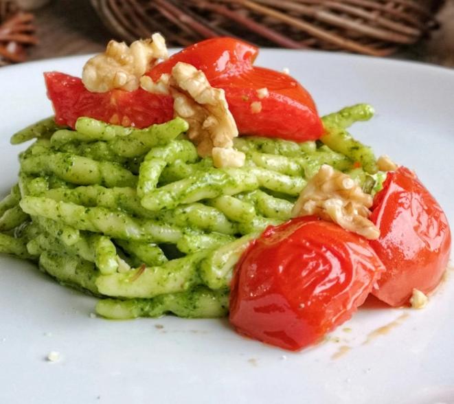 Trofie con Pesto di rucola e pomodorini