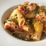 Rigatoni con mazzancolle, pomodorini e pistacchio