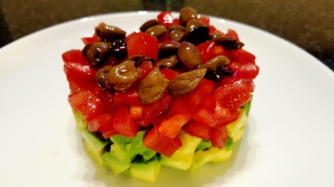 Tartare di avocado, pomodoro e olive
