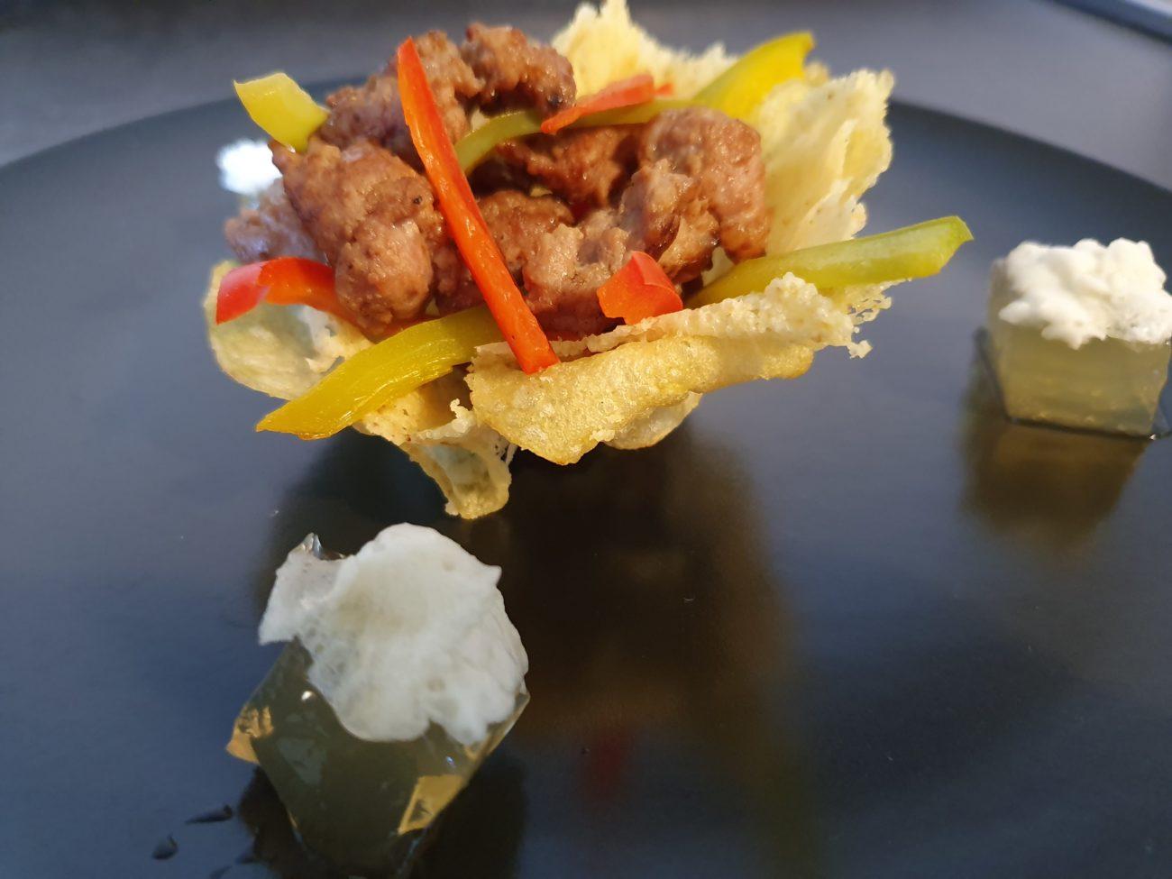 Cestini di grana con salsiccia e peperoni