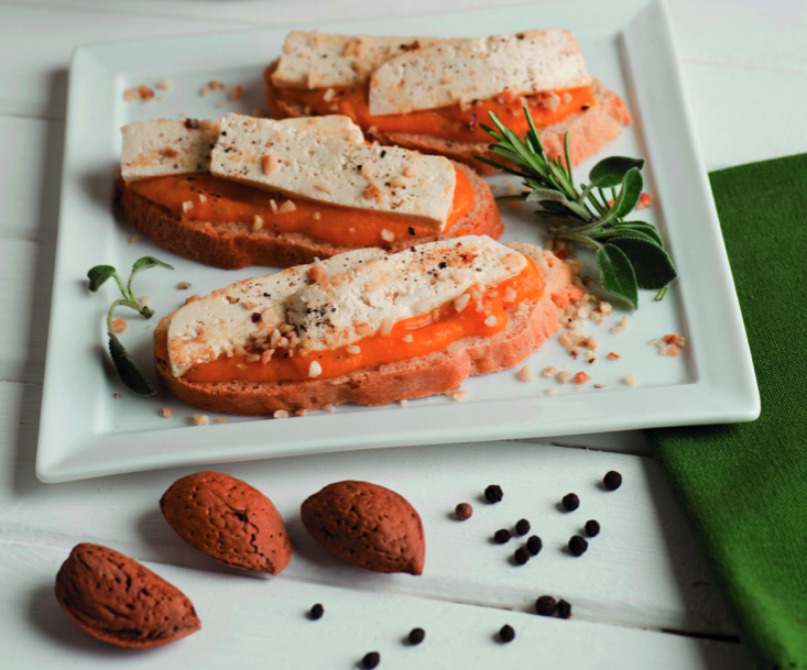 Bruschetta vegana con zucca e mandorle