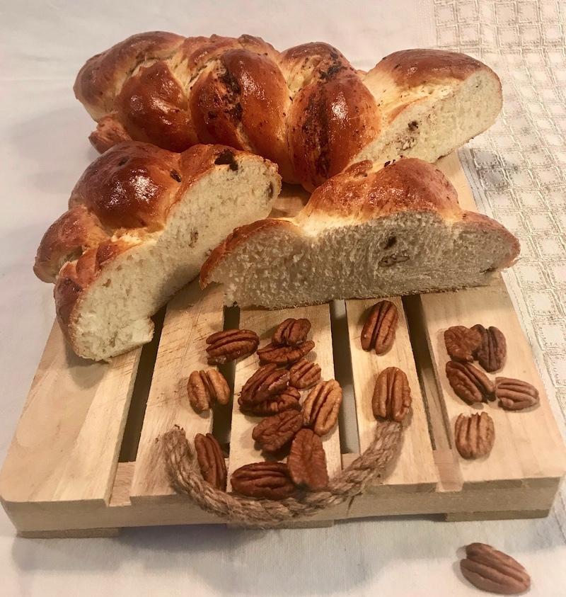 Pan brioche con cioccolato e noci pecan