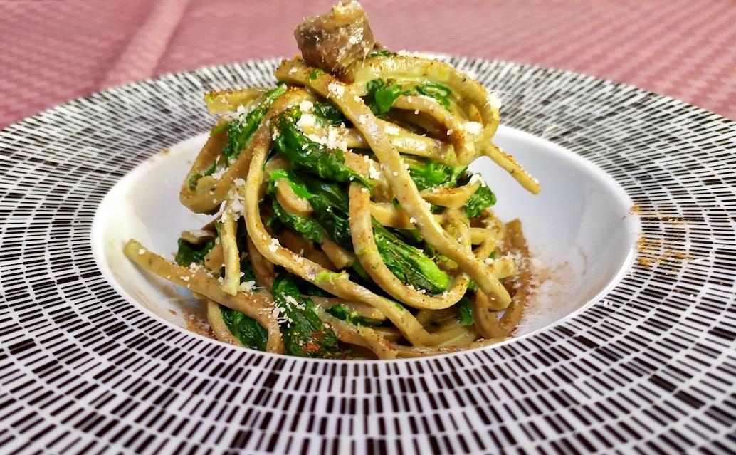 Spaghetti alla chitarra con spinaci e crema di acciughe