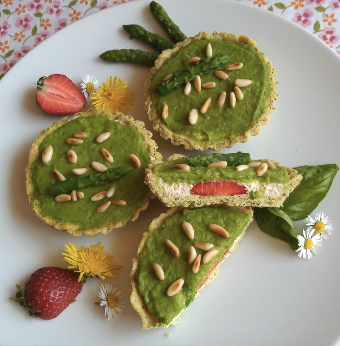 Crostatine Salate Asparagi Ricotta e Fragole