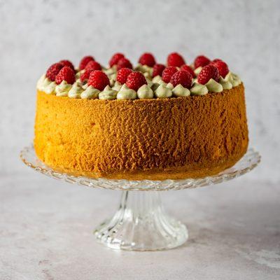 Chiffon Cake Al Limone Pistacchio e Lamponi su alzata