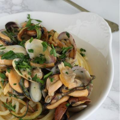 Spaghetti con Vongole Cozze e Zucchine