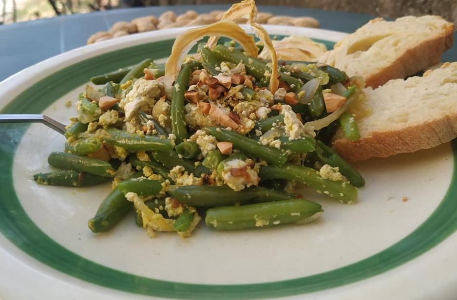 Tofu di Canapa con Fagiolini e Scalogno