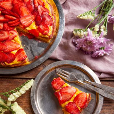 Torta con Fragole e Crema Senza Lattosio