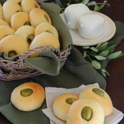 Bottoncini alla Mozzarella con Olive Verdi
