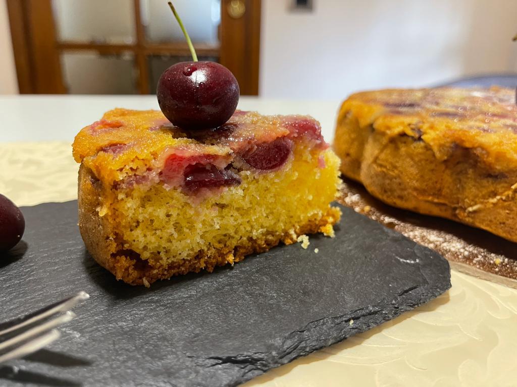 Torta Di Ciliegie Fresche Della Monica